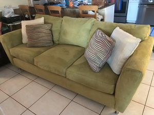4 piece stunning living room set for Sale in Hialeah, FL