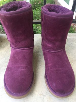 UGGS BOOTS 3/4 Length for Sale in Daniels, MD