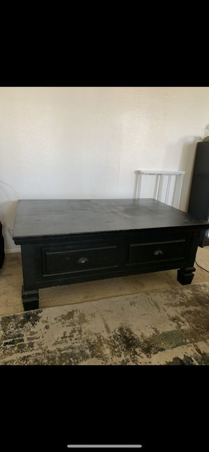 Coffee table that lifts up! for Sale in San Diego, CA