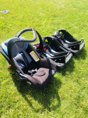 Baby Trend Rear-Facing Car Seat (with two bases) for Sale in Federal Way, WA