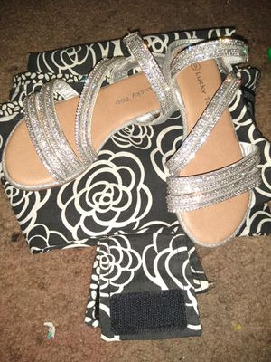 Very cute sparkly sandals for Sale in Fresno, CA