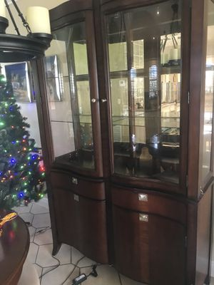 China cabinet for Sale in Hialeah, FL