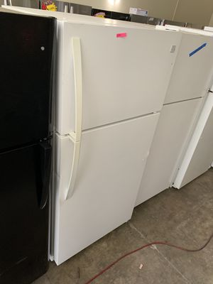 "KENMORE WHITE 33"" TOP FREEZER FRIDGE 21 CU FT for Sale in Anaheim, CA"