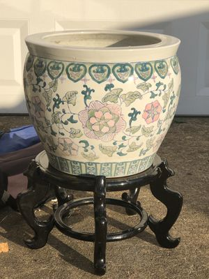 Extra large oriental clay Japan's pot with stand for Sale in Montgomery, AL
