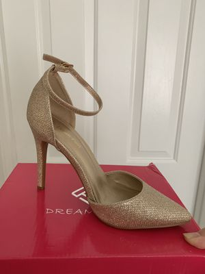 Gold Heels size 7 1/2 for Sale in San Diego, CA