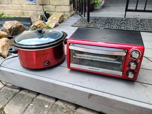 Toaster Oven & Small Crock Pot for Sale in Taylor Lake Village, TX