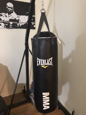 Everlast punching bag and stand with boxing gloves for Sale in Garfield, NJ