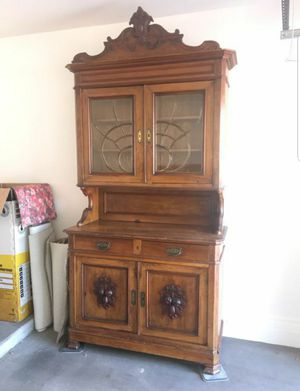ANTIQUE SOLID WOOD CHINA CABINET CURIO DISPLAY BUFFET SERVER BEAUTIFUL CARVED SKELETON KEY FARMHOUSE VICTORIAN ANTIQUE DEALERS DREAM for Sale in Gilbert, AZ