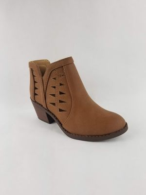 Shoes Wholesale Liquidation Lot 500 pairs of shoes and boots for Sale in Detroit, MI