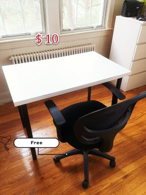 Desk,free chair for Sale in Washington, DC