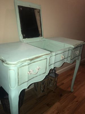 Antique vanity table w/ mirror for Sale in Aptos, CA