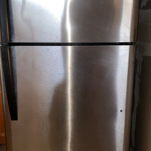 Kenmore Refrigerator F Good Condition Just Normal Wear As Shown In Pictures for Sale in Newark, CA