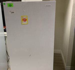 FRIDGIDAIRE STAND UP FREEZER FFFU13F2VW 0M for Sale in Ontario, CA