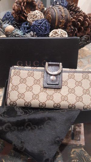 Gucci wallet for Sale in Hialeah, FL