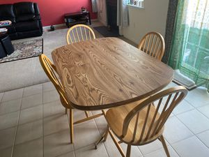 Dining table with extension for Sale in Woodbridge Township, NJ