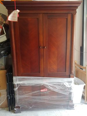 Bassett Armwall/Armoire dresser with 2 sides (3 piece) for Sale in Miami, FL