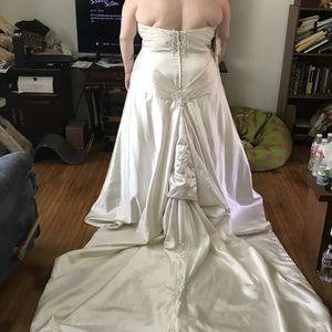 Wedding Dress for Sale in Tullahoma, TN