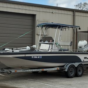 24 Ft Center Console Cajun Bay Bote with 200 Hp for Sale in Humble, TX