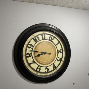 Wall Clock for Sale in Lakeland, FL