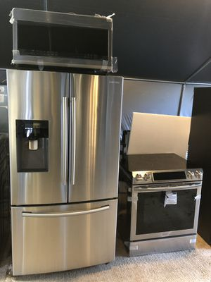 Refrigerator, stove, microwave for Sale in Tampa, FL