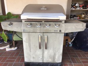 """CharBroil 27"""" BBQ grill, need repair or use as part, propane for Sale in Alhambra, CA"""