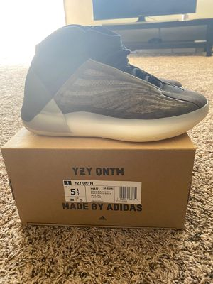 Adidas Yeezy QNTM Barium size 5.5 us Deadstock,brand new for Sale in San Diego, CA