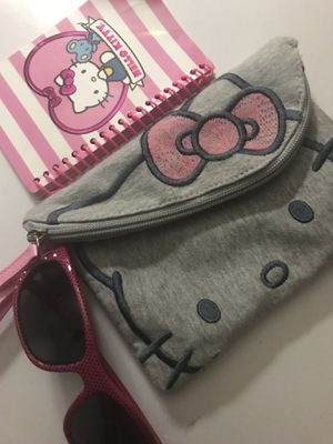 Hello kitty hand purse, sunglasses for Sale in Kissimmee, FL