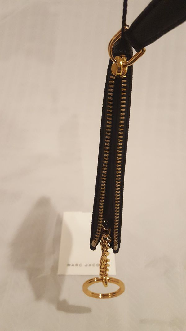 Marc Jacobs Branded Saffiano Top Zip Wallet