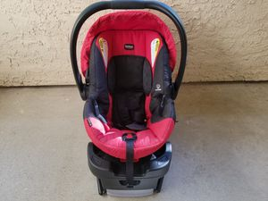Britax 2018 b-safe 35 infant car seat and base for Sale in Irving, TX
