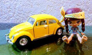 Kinsmart 1967 Volkswagen Bug + figurine for Sale in Oklahoma City, OK