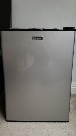 Emerson mini fridge 2.7. for Sale in Irwindale, CA