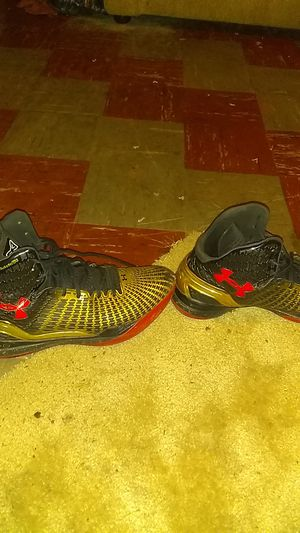 Underarmour ball sneakers clean for Sale in Philadelphia, PA