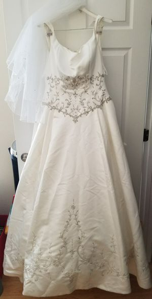 Embroidered floral lace wedding dress for Sale in McLean, VA