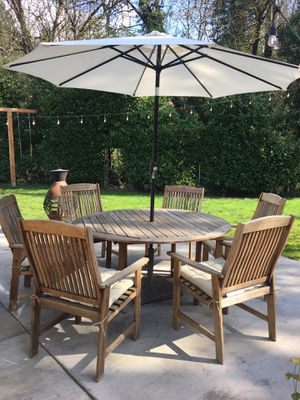 Round teak wood table, chairs and umbrella for Sale in Tualatin, OR