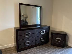 6 - drawer dresser and nightstand for Sale in Orlando, FL