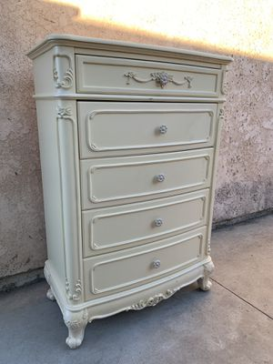 Solid wood Dresser 5 Drawers for Sale in Rancho Cucamonga, CA