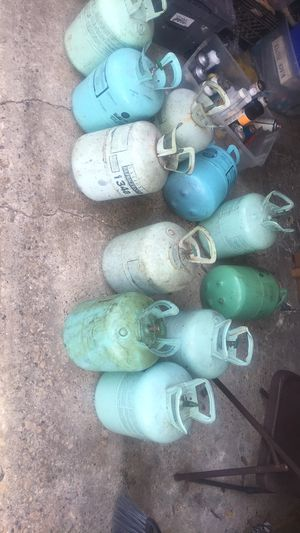 30lbs all together r134a and 3 lbs of R22 *FREON ** for Sale in Dallas, TX