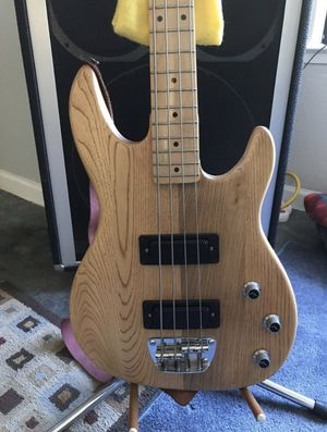 Peavy Bass Guitar for Sale in North Fork, CA