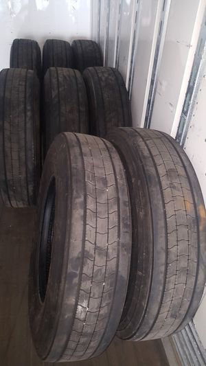 Treler tire lok now 295/75/22.5. Goodyear. I have 40 pis. For 8 $1700 for Sale in NEW PRT RCHY, FL