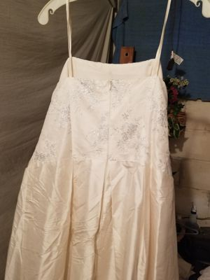 Flower girl white dress & Give me a PRICE for Sale in Shawnee, KS