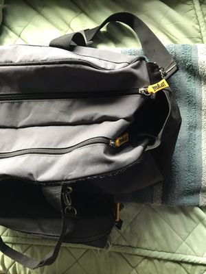 Medium sized duffle bag for Sale in Yonkers, NY