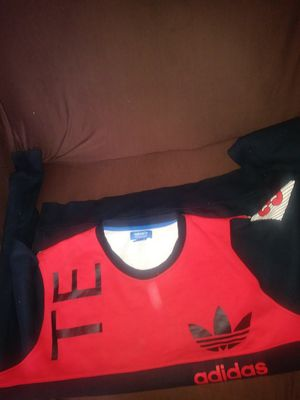 Adidas sweater size xl for Sale in Washington, DC