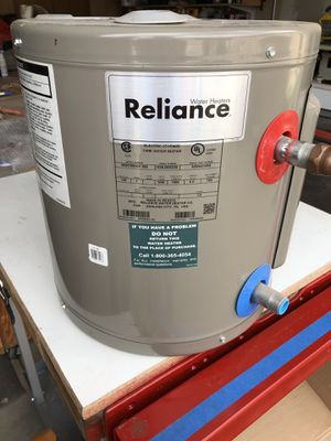 Reliance electric Water heater 6 gallon for Sale in Fresno, CA