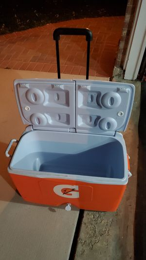 Rolling Cooler for Sale in Darien, IL