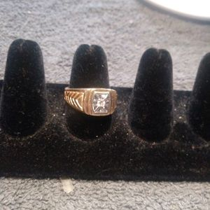 9.8 Grams 14kt Gold Ring With Diamond for Sale in Mechanicsburg, PA