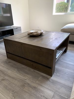 Norah Lift Top Coffee Table for Sale in Hawthorne, CA