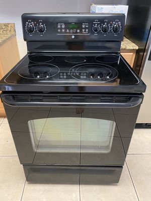 GE Electric oven range used for Sale in Orlando, FL