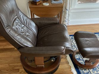 Ekornes Stressless Sofa/Ottoman and Recliner Chair/Ottoman for Sale in Austin,  TX
