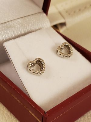 14K White gold heart earrings with diamonds. for Sale in Hesperia, CA