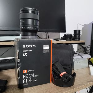 Sony 24mm f1.4 G Master lens for Sale in Los Angeles, CA